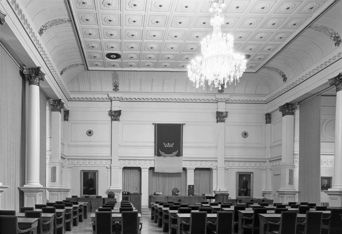 Kaupungintalo, Pohjoisesplanadi 11-13. Juhlasali kaupunginvaltuuston istuntosalina.