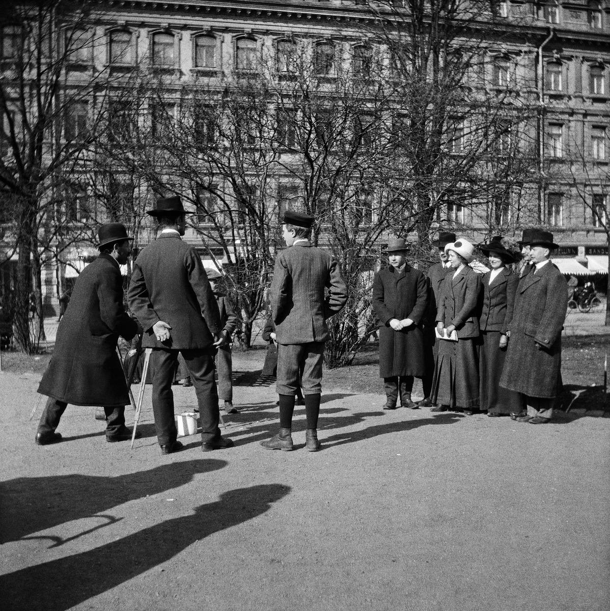 Valokuvausta Esplanadin puistossa 1910-luvulla