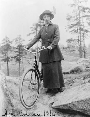 Anna-Liisa Collan ( myöh. Laitakari ).