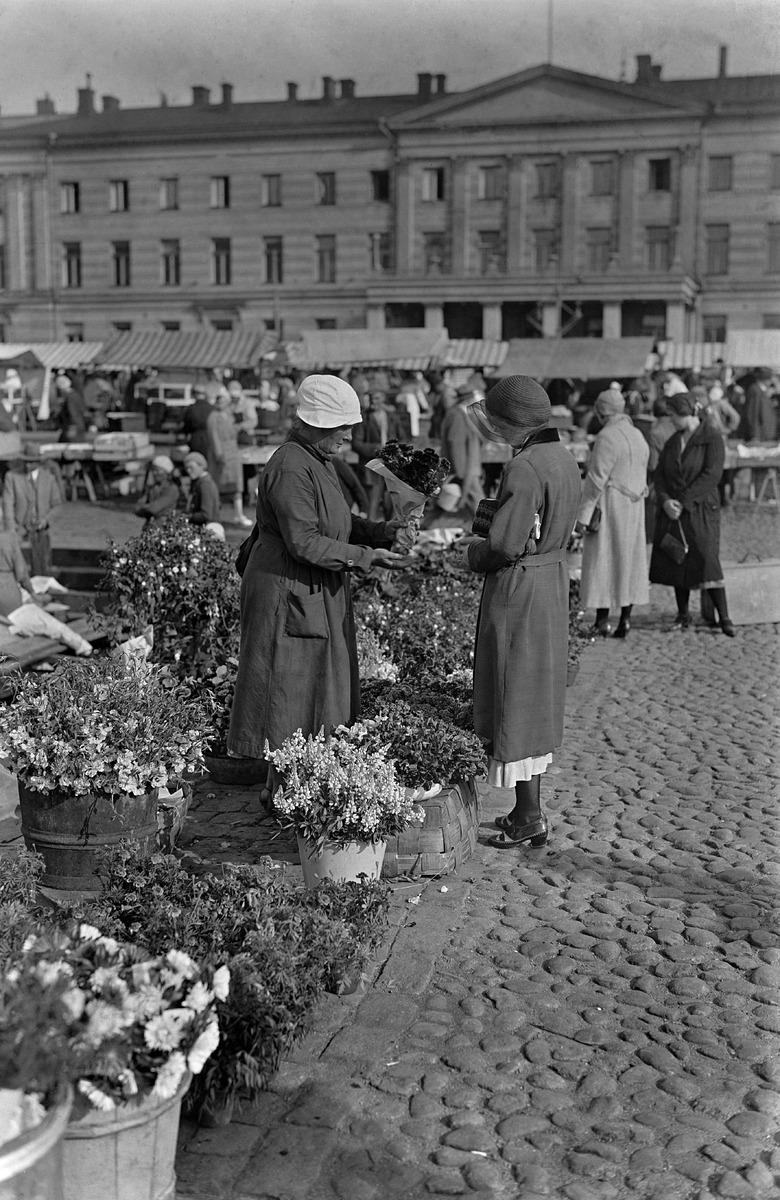 Puesto de flores en el mercado de Helsinki