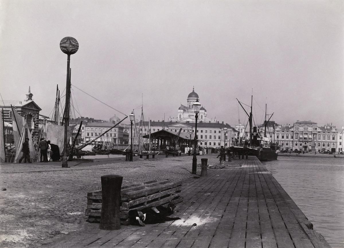 Eteläsatama, Pakkahuoneen laituri, vasemmalla Kauppahalli, taustalla Kauppatori