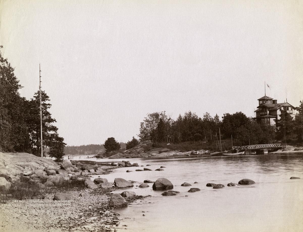 Hylkysaari nähtynä Korkeasaaresta, saarten välissä Hylkysaarensalmi