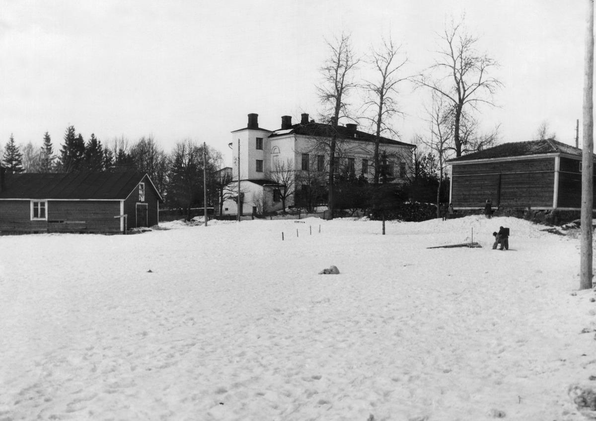Lauttasaari, Lauttasaaren kartano, Otavantie 10. Keskellä päärakennus  Kartano valmistunut 1837.