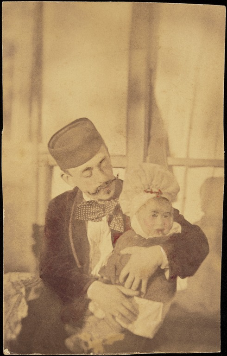 Constantin Grünberg vanhempi (1860-1918) poikansa Constantin sylissään.