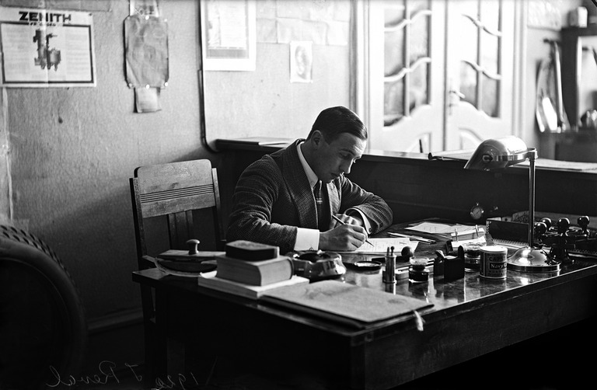 Constantin Grünberg työhuoneessaan Tallinnassa Hans Kochin yrityksessä.