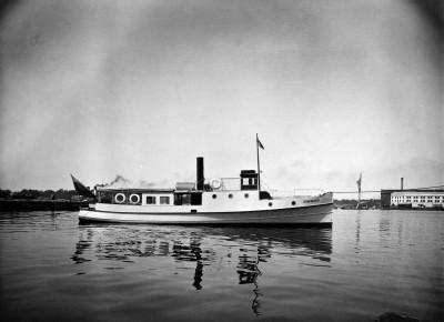 Sommarö-lautta Hietalahden satamassa.