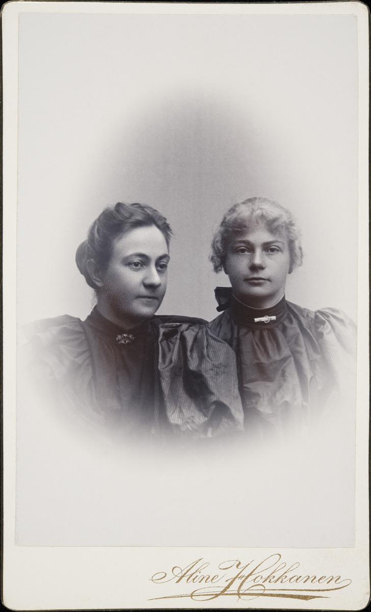 Olga ja Anna Brander