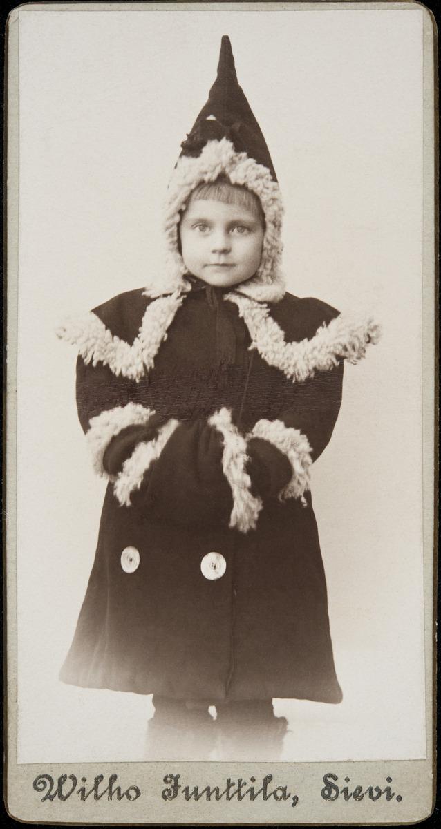 Astrid Brander, Signe Branderin sukulainen (?)