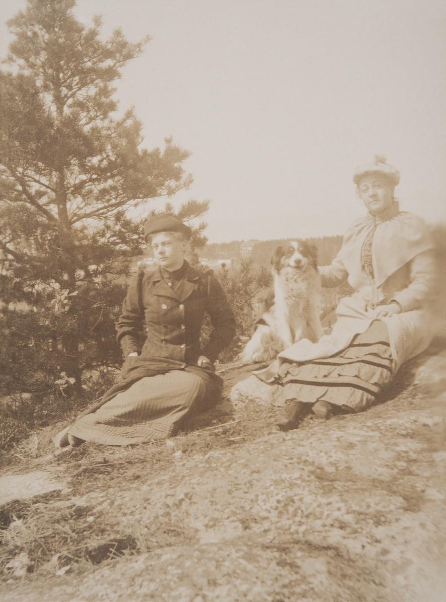 Anna ja Olga Brander koiran kanssa