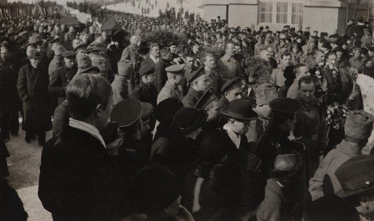 Maaliskuun vallankumouksessa kuolleiden hautajaiset, hautajaisiin liittyvä kulkue