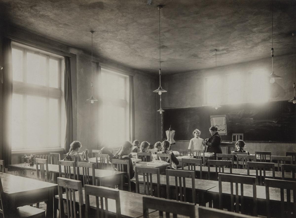 Ratakatu 8, Cygnaeuksen kansakoulu (arkkitehti K. Hård af Segerstadt)