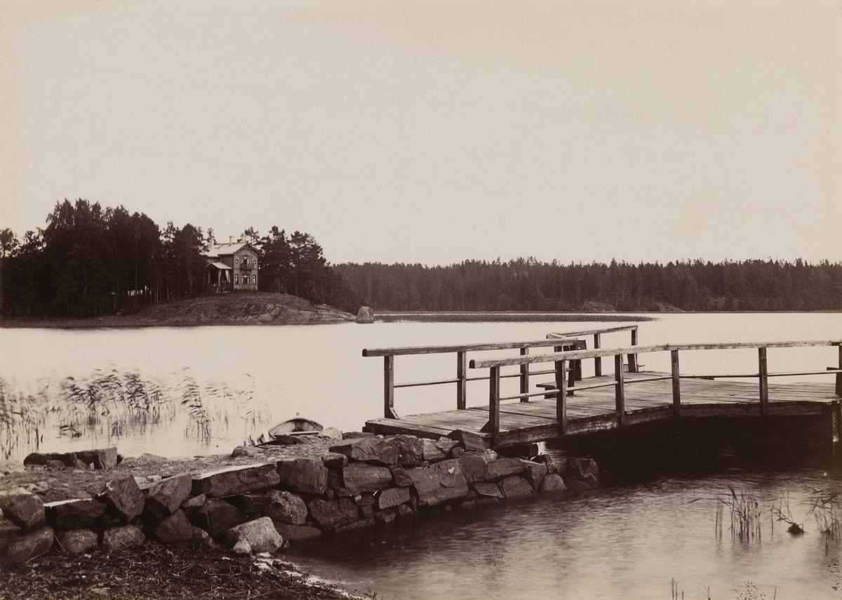 Näkymä Tuorinniemen rannasta kohden Herttoniemensalmea ja Yliskylänlahtea