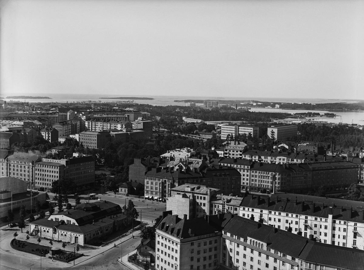 Messuhalli, Hippodrom ja Läntinen Viertotie (=Mannerheimintie) kuvattuna Olympiastadionin tornista