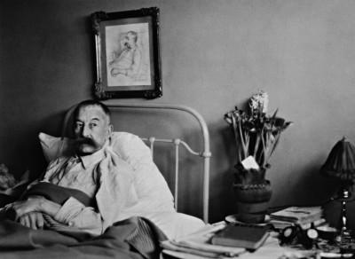Eversti Ivan Timiriasew sairasvuoteessa vuonna 1927.