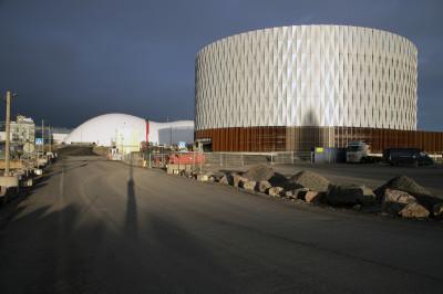 Lähes valmis pyöreä Royal Park -pysäköintitalo Jätkäsaaressa