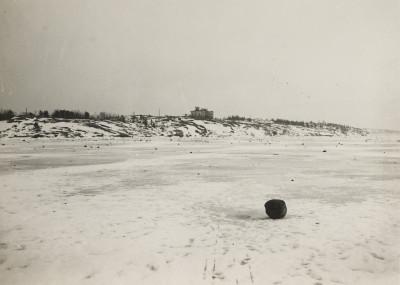 Vasikkasaari, räjähdyksen jälkiä Kruunuvuorenselän jäällä, kuvattu luoteesta