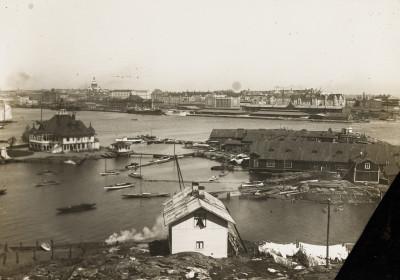 Blekholmankari ja Pohjoinen Blekholma (nykyään Valkosaarenkari ja Valkosaari) kuvattuna Luodolta pohjoiseen