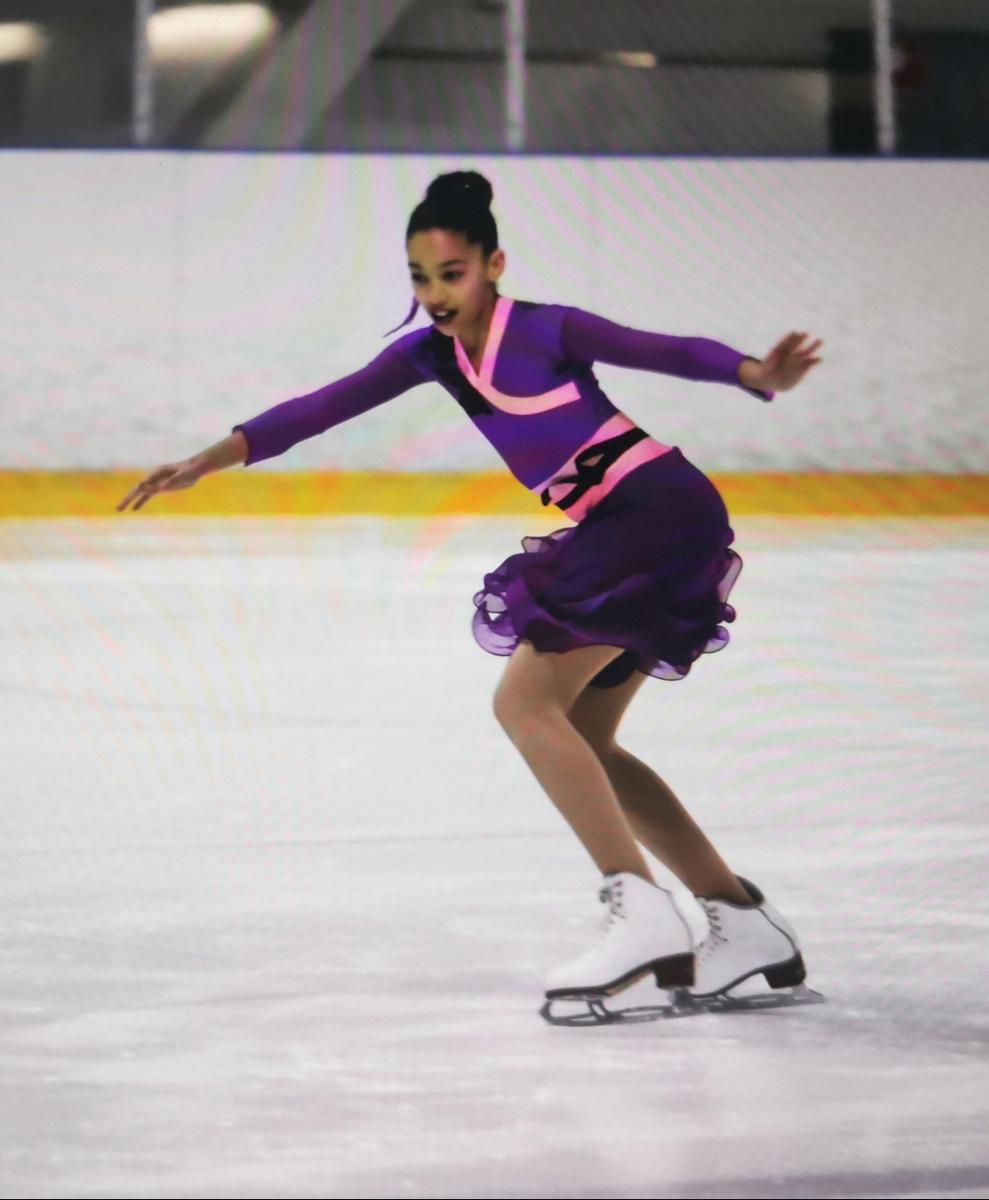 Salmisaaren liikuntakeskus, 19.8.2020, kuvassa jäätanssia harrastava tyttö.