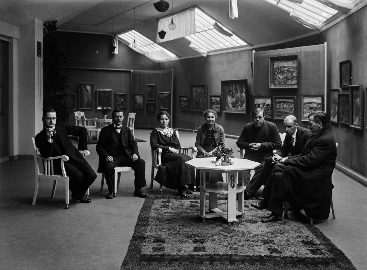 Marraskuun ryhmän näyttelynavajaiset marraskuussa 1917 Salon Strindbergissä