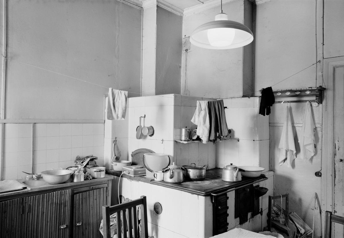 Villa Solhem, Meilahti 20. Olga Möllerin ja Elsa Nikkasen koti, keittiö.
