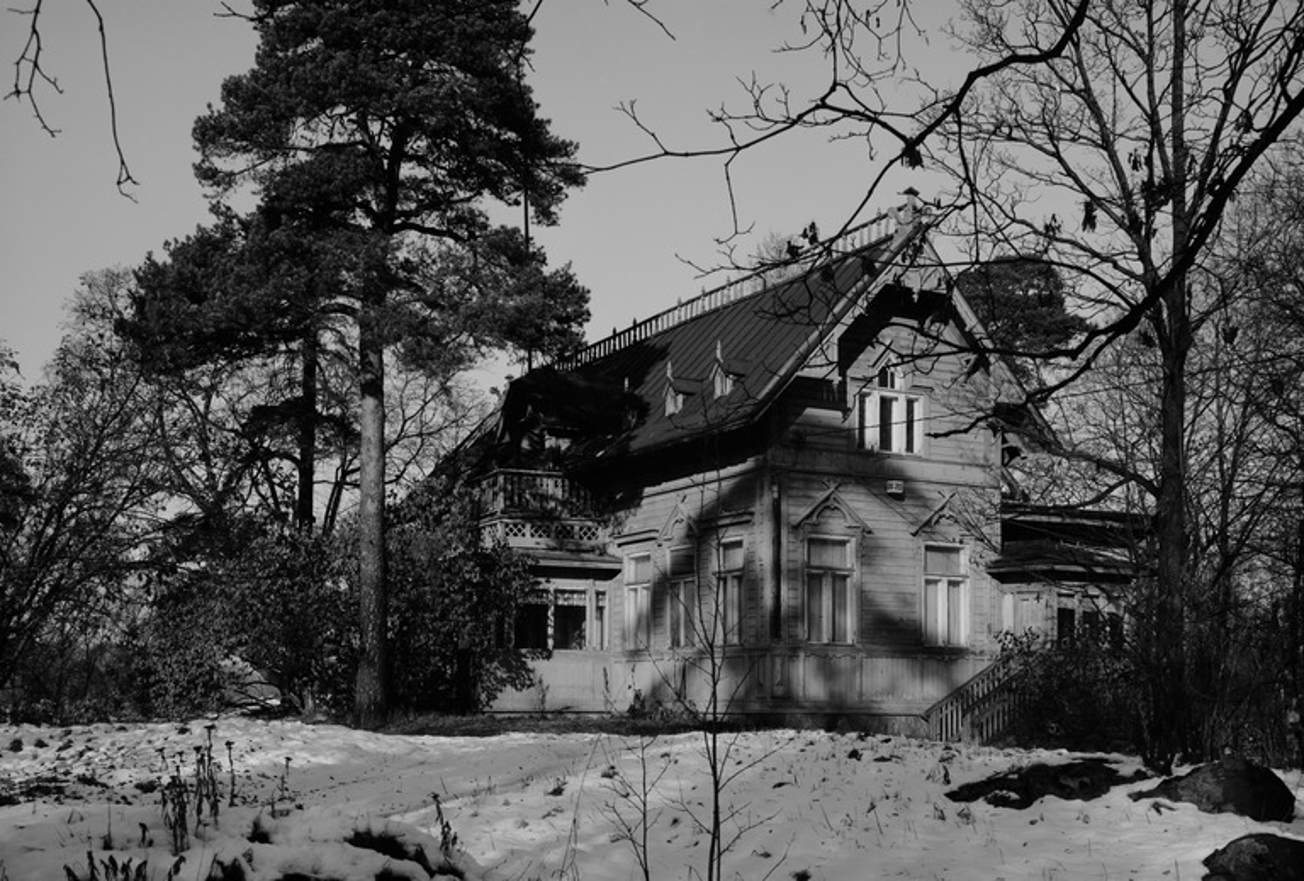 Villa Solhem, Meilahti 20. Kuvattu suoraan idästä