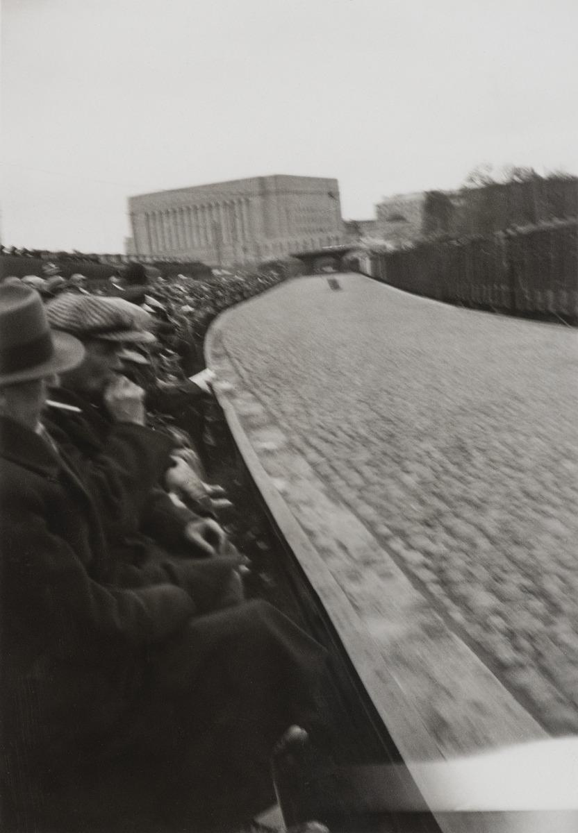 Eläintarhan kolmas Grand Prix 1934, kilpa-ajojen yleisölle on rakennettu tilapäinen katsomo