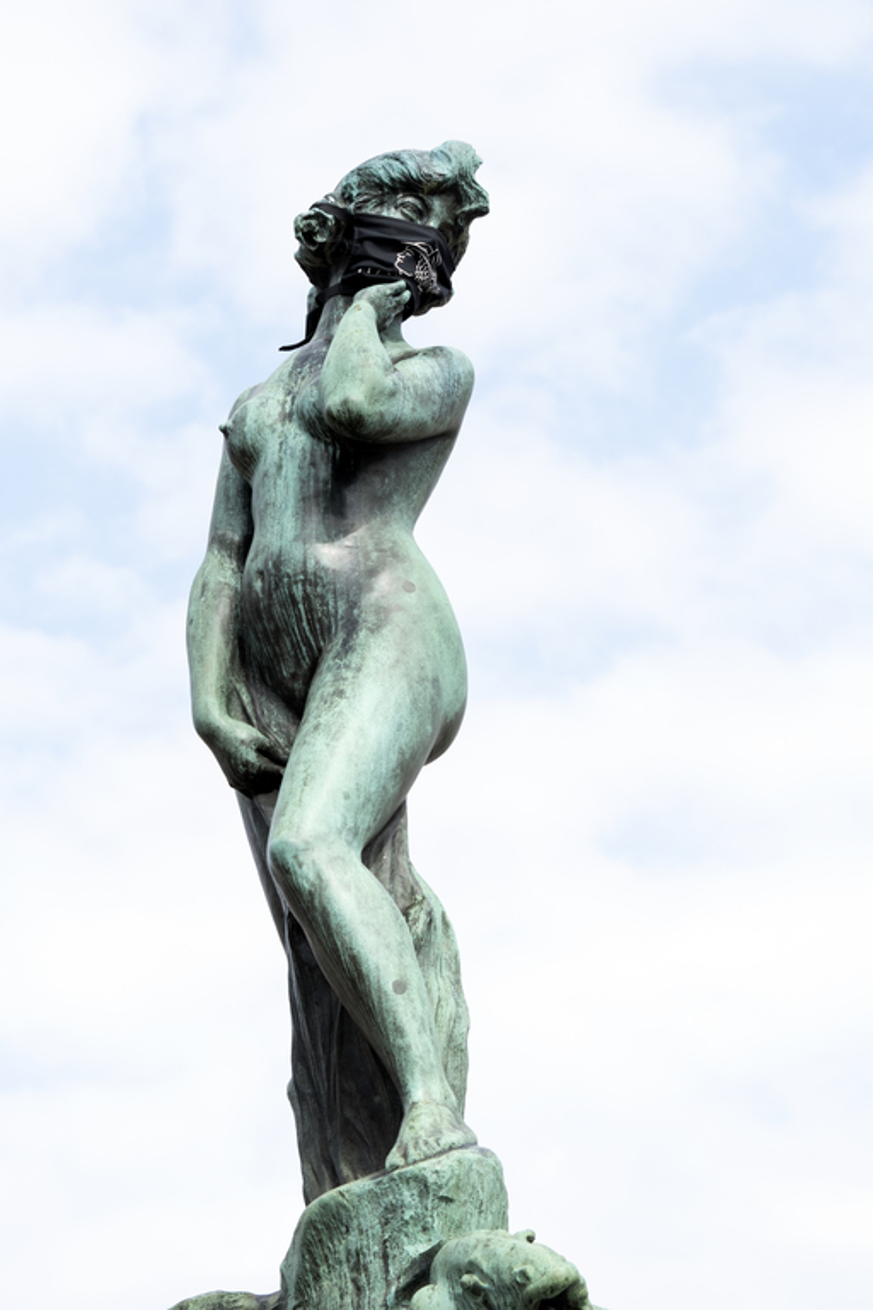 Havis Amanda -veistos Kauppatorilla koronapandemian aikana