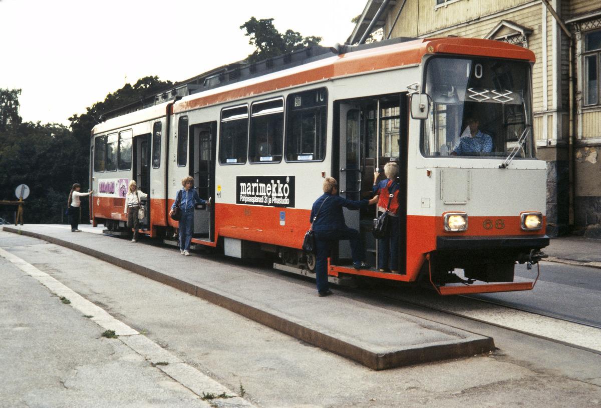 Tranvía con publicidad de Marimekko