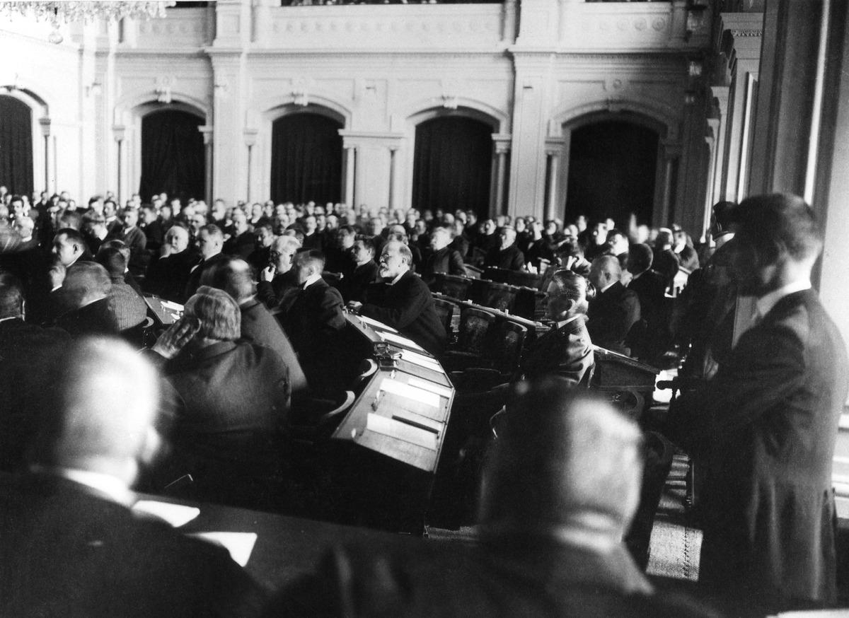 Ensimmäisten yksikamaristen valtiopäivien avajaisistunto 25.5.1907