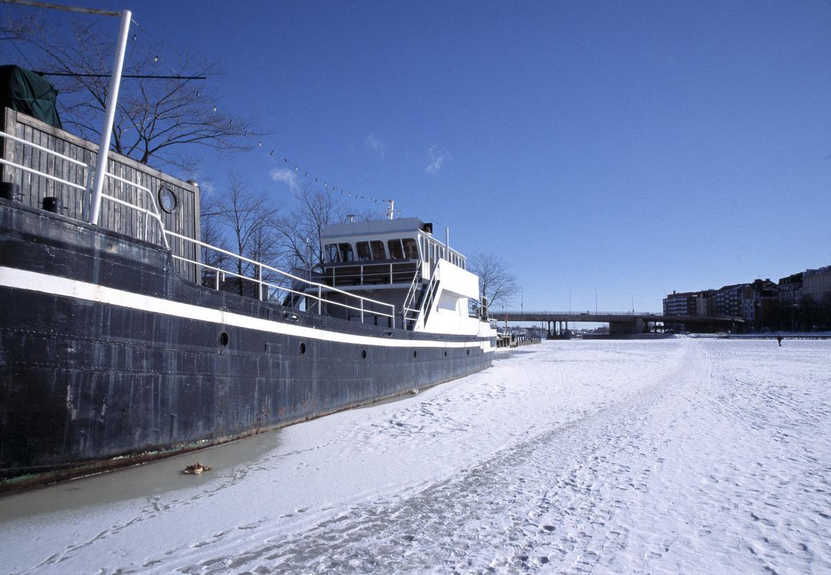 Hakaniemenrannassa oleva ravintolalaiva M/S Maria.