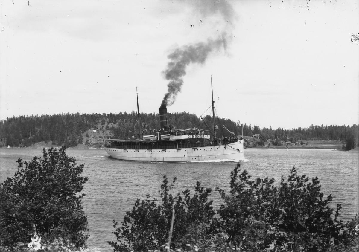S/s Oihonna Barön salmessa (Barösund) Inkoossa matkalla Helsingistä Tukholmaan.