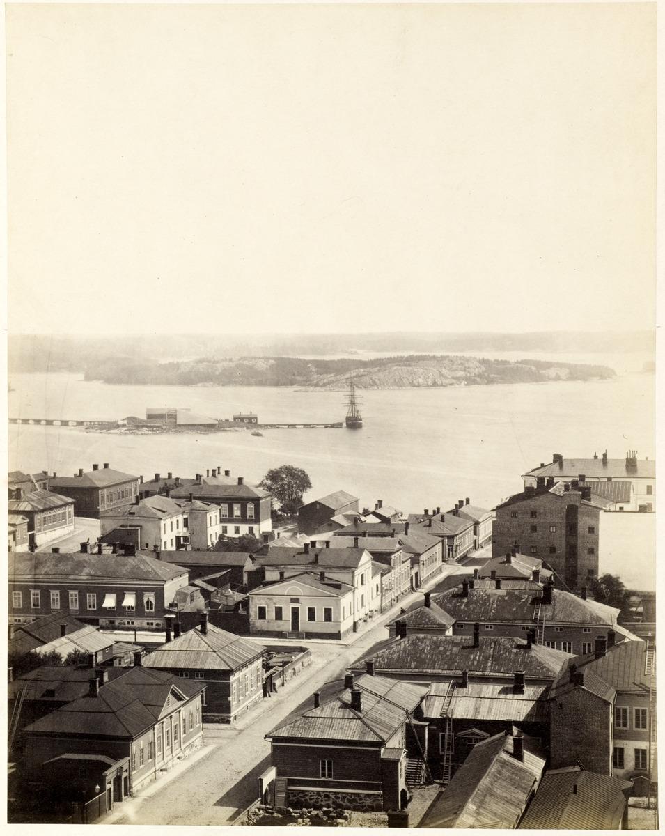 Panoraama Nikolainkirkon tornista, kuva 16. Etualalla Kirkkokatu
