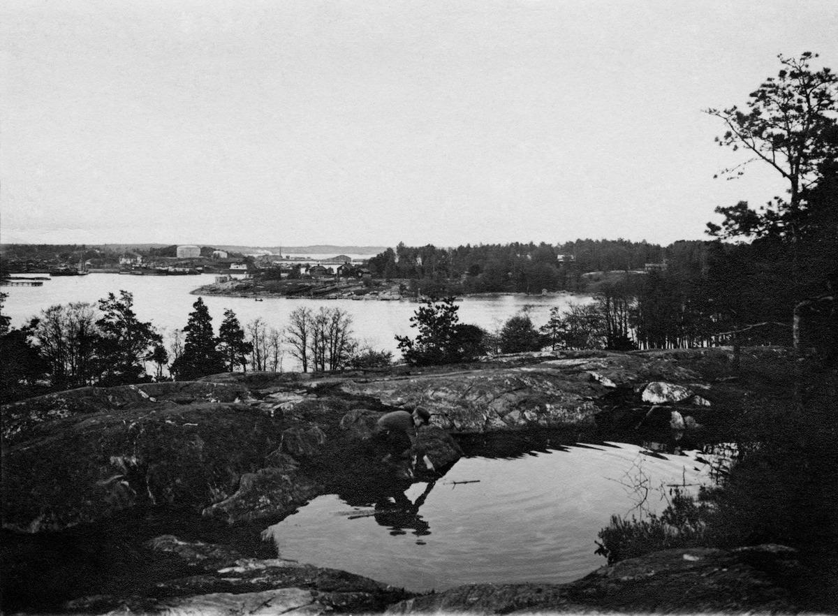 Korkeasaari, taustalla vasemmalla Sörnäinen, oikealla Mustikkamaa.
