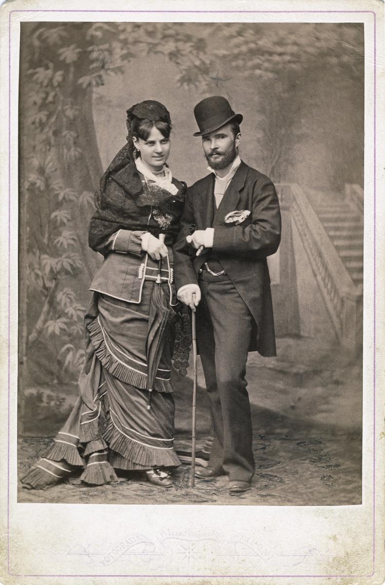Kuvanveistäjä Johannes Takanen (1849 - 1885) ja hänen morsiamensa Giancinta o.s. Biavasco Italiassa, todennäköisesti Roomassa.