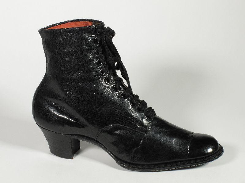 Naisten varsikenkä, Aaltosen kenkätehdas Oy, valmistaja 1913, Museokeskus Vapriikki
