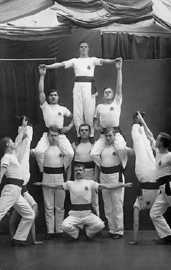 Pyrkivän miesvoimistelijoita, 8.1.1916, Museokeskus Vapriikki